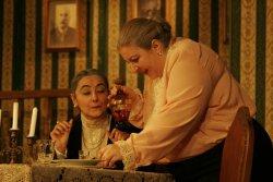 Abby (Raffaella Talisi) e Marta (Nella Tafuri)